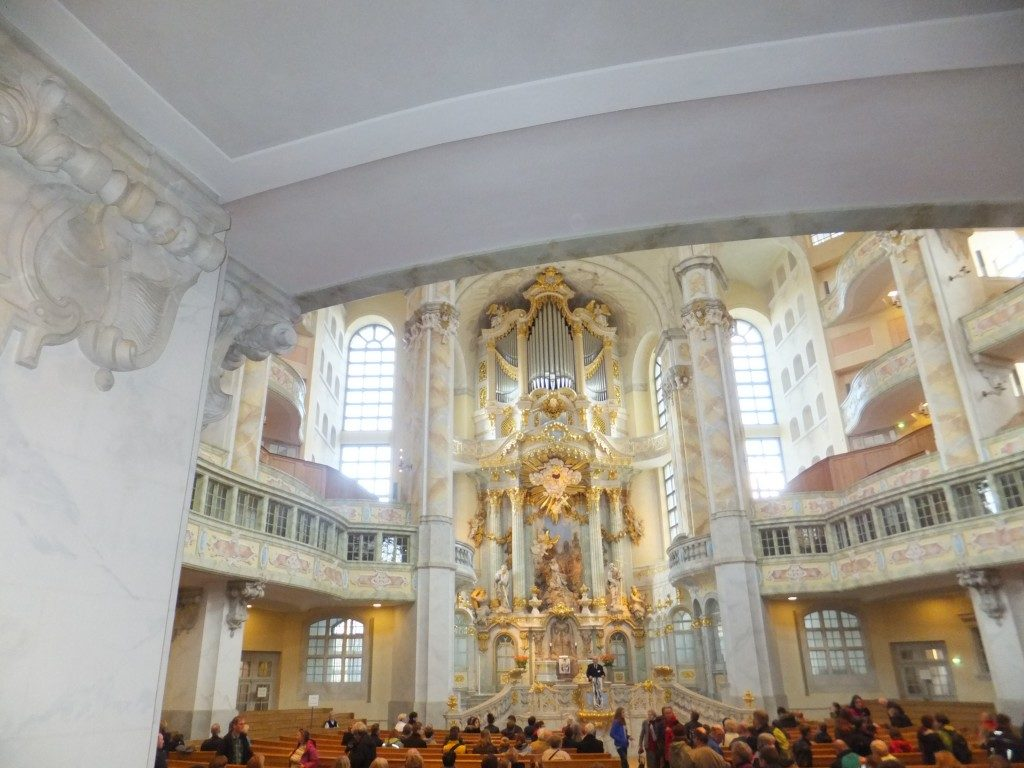 Blick-in-die-Frauenkirche Dresden