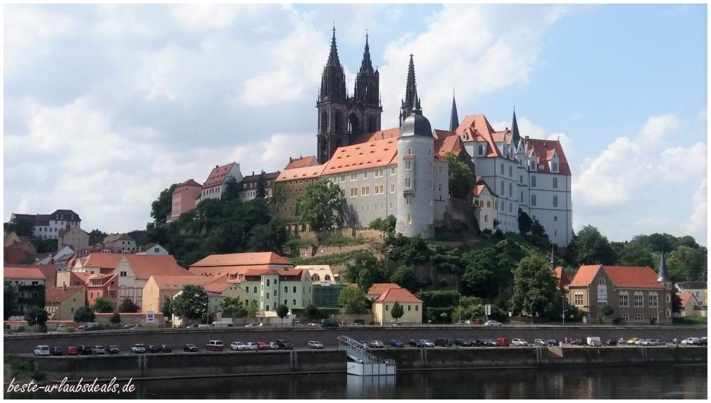 Albrechtsburg und Dom zu Meißen fotografiert vom rechten Elbufer