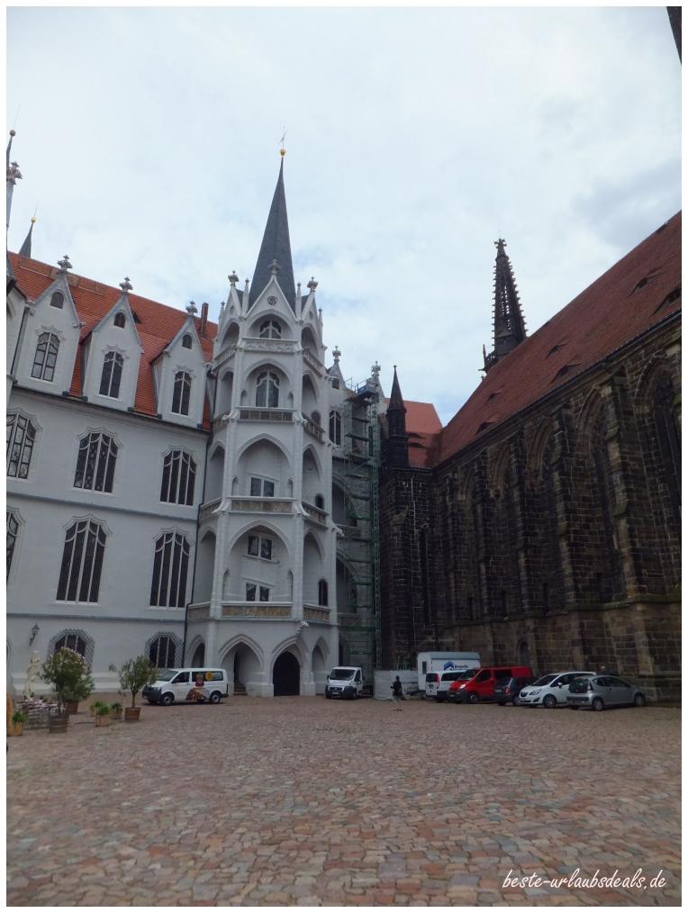 Albrechtsburg-und-Dom-zu-Meißen-Innenhof