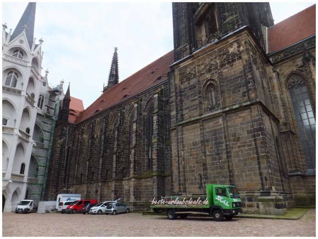Seitenansicht Albrechtsburg-und-Dom-zu-Meißen-Innenhof