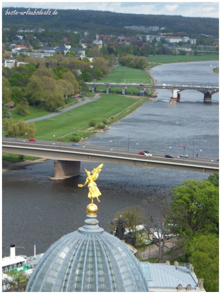 Sicht-von-der-Frauenkirche-über-Dresden-