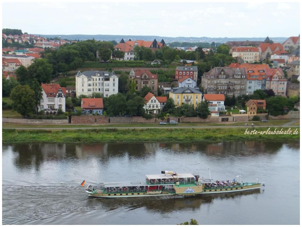 Raddampfer auf der Elbe bei Meißen
