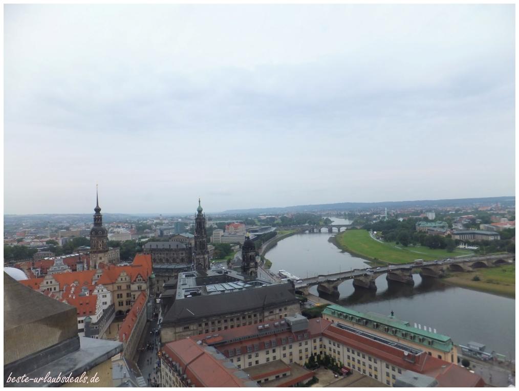 fantastischer Blick-von-der-Frauenkirche-über-Dresden-