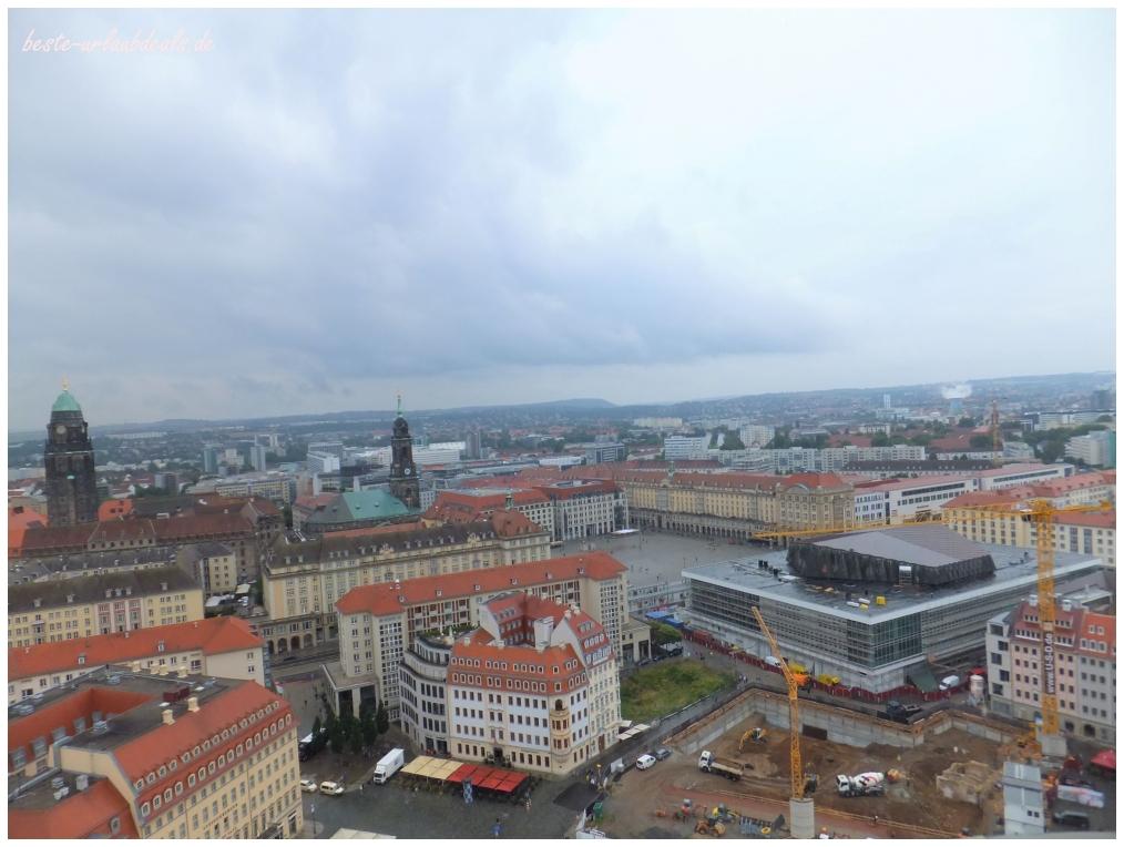 Aussicht-von-der-Frauenkirche-über-Dresden-