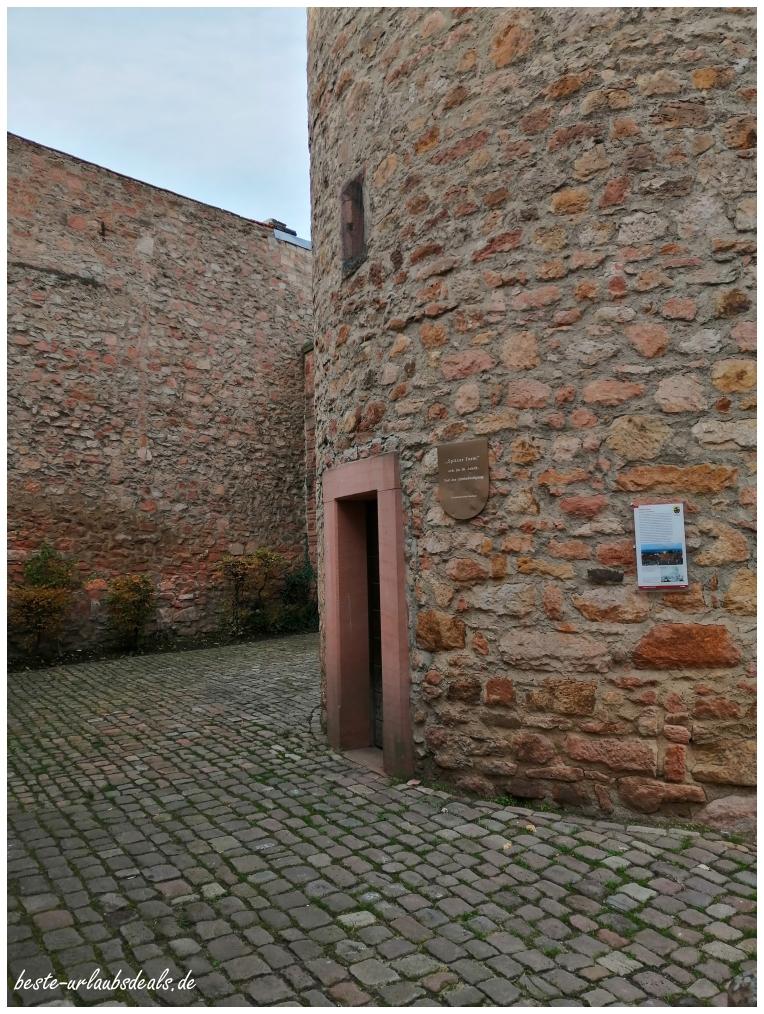 Eingang-spitzer-Turm