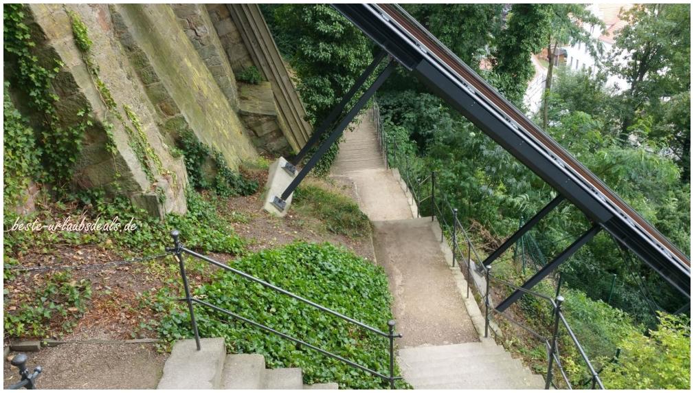 Fußweg-zur-Albrechtsburg-Schienen-vom-Panorama-Aufzug