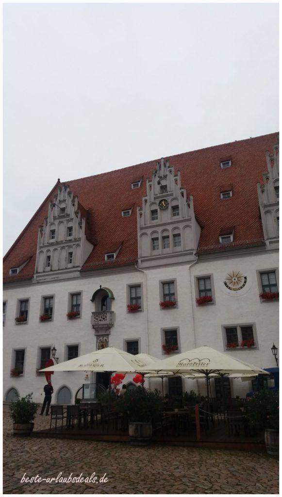 Marktplatz-und-Straßen-von-Meißen