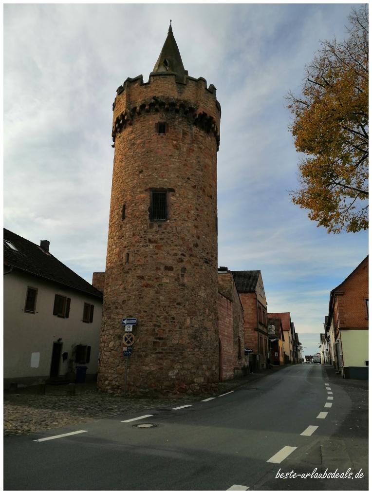 Spitzer-Turm-von-Großostheim-2